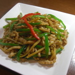 餃子の花家 - 定番の青椒肉絲も人気 甘すぎない醤油ベース ご飯にもお酒にもよく合います  ディナー限定