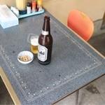 米田食堂 - テーブルはガムテープで直してあります