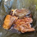 45366961 - 鮑とサーモン 揚げ豆腐ときのこの蓮の葉包み