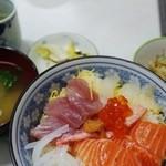 水口寿志亭市場の食堂  - 海鮮丼