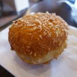 粉とクリーム 石窯夢工房 - じっくり煮込んだカレーパン(120円)