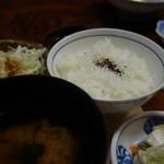 とんかつ錦 - (2015/12)ゆかりご飯、赤出汁、漬物