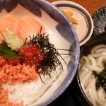 こだわりや - ランチ 鮭いくら丼(サービス丼)と讃岐うどん(600円)