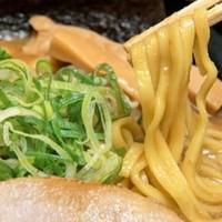 ばしらあ - 麺は中太平打ち麺
