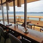 レスティングプレイス - 内観写真:海を見ながら珈琲タイム♪