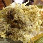 45375759 - モズクの天ぷら(480円)・・モズクは少なめですが、この日はこれが一番よかったですよ。                       でもこれも「アンキモ」から15分以上かかりました。