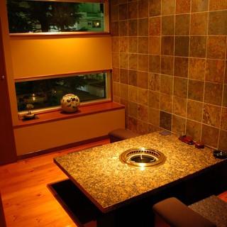 2階のしゃぶしゃぶ、すき焼、溶岩焼は2名様~個室をご用意