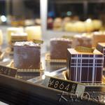 サロン ド ルワンジュ - キューブケーキ