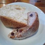 La毛利 ターブルペイザンヌ - 自家製パン♪全粒粉入りパン&くるみとレーズンのパン☆もっちりしてます~。