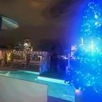 RISTORANTE STELLA - クリスマスの季節にはプールサイドにブルーに光るクリスマスツリーが登場!