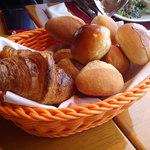 新宿三井クラブ - 4種類のパン