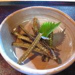 鰻料理 たけだ - 骨せんべい!骨の粉末が良いと聞くがそのままが一番、ファンの多い一品です。