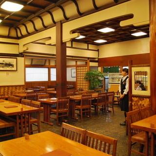 ★大正ロマン、1階食堂〈テーブル・小上がり〉