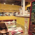 大衆イタリアン MATILDA GINZA - テルミニ風に黄色く改装した店内