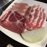 45396567 - 豚肉盛り(最初の盛り合わせ)