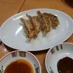 45397342 - セットの餃子 普通醤油タレと味噌ダレで