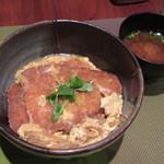 クロスオーバー - ポークカツ丼、おみそ汁