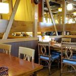 とんかつ マ・メゾン - 店内(テーブル席)