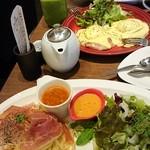 45402127 - まぐろアボカドGOHANプレート、イタリア製生ハムと彩り野菜のクリームパスタ