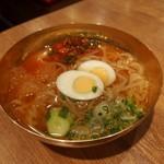 大阪焼肉 ホルモン ふたご  - 名物こだわり一口冷麺(480円)