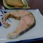 ニュー越前 - 料理写真:サケかマスか?