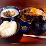 よろず庵 - 石見ポークの味噌カツ定食。