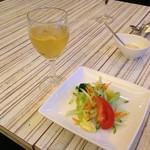 45411342 - 飲みほー白ワイン(みりん風)とエンサラダ ベルデ