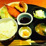 45411408 - ミックスフライ定食 ¥880