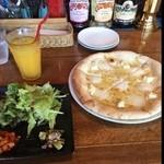 RISA!RISA! - 究極チーズピザのランチセット1,000円。オススメの蜂蜜がけは断って、チーズの塩気とオリーブオイルで充分美味しかった♪ご馳走さまでした。