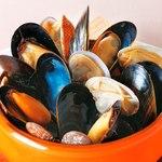 ワイン食堂ウノ - ムール貝とあさりの白ワイン蒸し