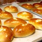 オーサムベーカリー - とろけるクリームパン  ¥180
