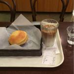 レェ・グラヌーズ - パンとカフェ・オ・レで五百円以下