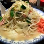 井手ちゃんぽん - 並盛@700円   店の中は豚骨臭がプンプンで期待してたのに飲んでみるとあっさりでちょっとパンチがないかなぁ〜。スープがすぐぬるくなるのもなんだかなぁ。。。