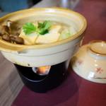 土鍋で食べる自家製つみれ入り湯豆腐