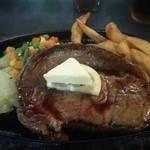ハイウェイ食堂 - 200グラムのリブロースステーキをミディアムで