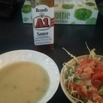 ハイウェイ食堂 - ステーキを注文して最初にスープとサラダが…