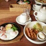 CAFE&DINING SNATCH - モーニング・ドリンク代のみ。ベーコンエッグ+250円
