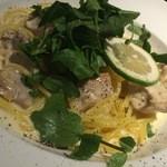 45432498 - 本日の生パスタ:鶏肉とクレソンのレモン風味クリームパスタ