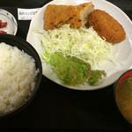 南条サービスエリア(下り線)スナックコーナー - 福井コンビ定食