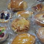 パティ - 料理写真:複数のパンが諸々です