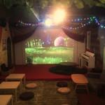 マジックレストランーネバーエンディングランド - トリックアートがある小さなサーカス場。