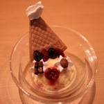 マジックレストランーネバーエンディングランド - 一度、来たら絶対にオススメする可愛いピエロアイス(400円)