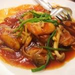 """東天紅 - """"真鯛の菜甘酢あんかけ"""" 厚みのある真鯛のフライに甘酢餡がタップリかかっています。"""
