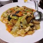 東天紅 - 五目焼きそば。野菜がタップリで コッテリした餡とも相性抜群です。