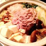 45435742 - 宴会料理…鍋(醤油ver•豚骨ver)野菜とチョットの豚肉お鍋〜〆はご飯orうどん❤︎