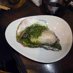 長岡駅前ワイン劇場 - 牡蠣のオーブン焼き バジルソース