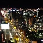 東天紅 - 窓辺から 栄方面を望む 夜景が素敵です。