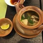 八光亭 - 土瓶蒸しは白身魚の出汁としめじ茸や香味野菜であっさり