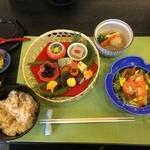 八光亭 - 先付け八寸、椀の物、サーモンサラダ、炊込御飯