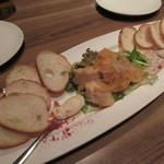 45440291 - 【白身魚のエスカベーシュ】左右に【サーモンのリエット】・【白レバームース】と、薄切りのフランスパンが5枚ずつ添えられています♪
